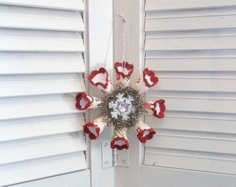 Vintage Retro Victorian Style Cream and Red Star Snowflake Paper Wreath Christmas Ornament Antique Tinsel Garland