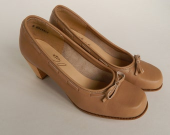 Zodiac USA 1980s Taupe Leather Mabeline Pumps 9M
