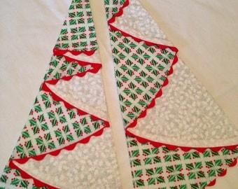 Set of 2 napkins  Xmas holly fabric