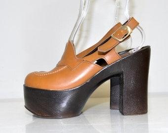 """Vintage 70s Platform Heels / 70s Platform Pumps / Vintage 70s Leather Tall Platform Shoes / 5"""" Heels / Size 6"""