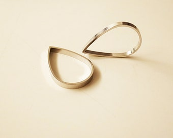 8 pieces of newly made raw brass tube outline charm in teardrop shape in 25x16x2.5mm plated in steel color