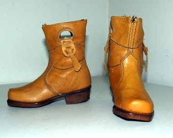 Acme Dingo brand child size boots size 5.5 D for wearing, western decor,  or doll clothes
