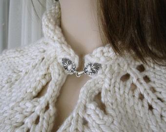 Leaf Capelet, Hand knit Leaf Capelet, Antique White Capelet, Chunky Knit Capelet, Womens Leaf Caplet