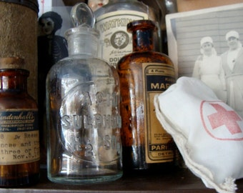 One Antique Medical Chemist Embossed Apothecary Glass Chemical Laboratory Bottle Last one