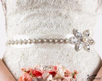 Rhinestone wedding sash, ivory wedding sash, Ivory bridal sash, pearl wedding sash, vintage wedding sash, bling bridal sash