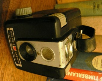 vintage camera ...  KODAK BROWNIE HAWKEYE  1 of 2 ... fun collector find ...