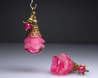 Vintage Style Bead Earring Dangles Bright Pink Lucite Flowers Pair PK401