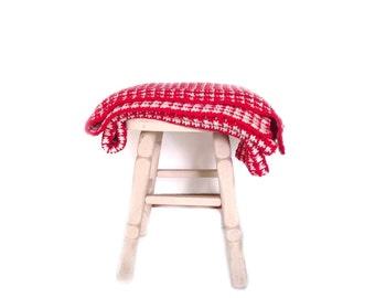 80s Lap Blanket /  Vintage Crochet Throw / Acrylic Blend Red White Blanket