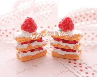 Strawberry Cream Strudel Sweets Deco Resin Cabochon - 5pcs