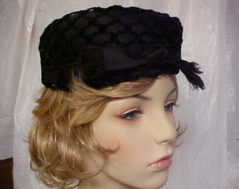 Black pill box hat with front bow- designer and union label- small- fits 21 inches
