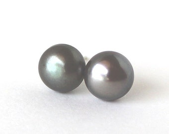Black fresh water cultured bouton pearl dark green lustre post earrings