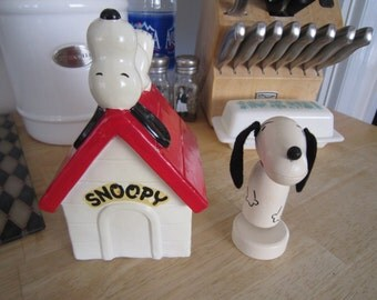 Snoopy Dog House Bank and Snoopy Memo Holder