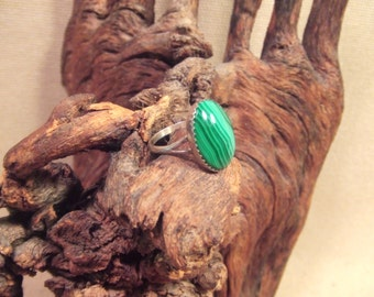 Native American Indian ring - green malachite in sterling silver -- Size 71/2 --  FREE SHIPPING SALE