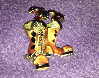 Vintage Puppies in boots silvertone pin