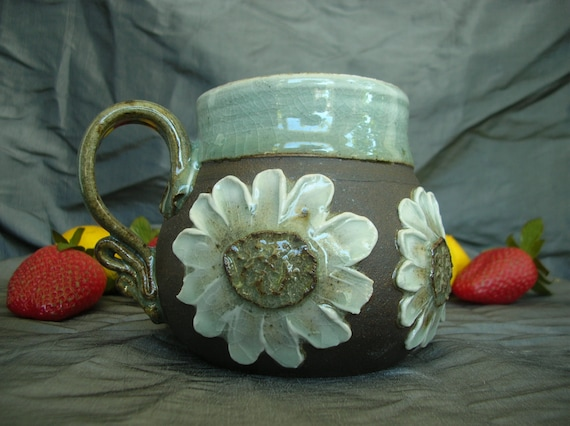 Ceramic Mug with Daisies in Sky Blue, Summer White and Black Mountain