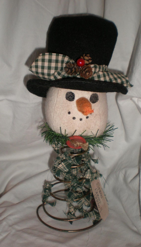 Prim snowman decoration on a bed spring trimmed in green for Bed spring decoration