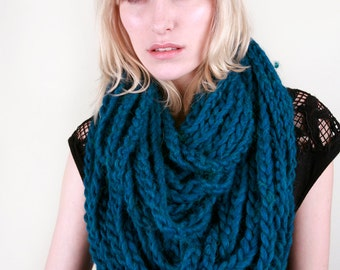 The Millbrook Infinity Circle Chain Scarf in Teal Heather 100% Soft Wool (Choose your color!)