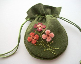 Drawstring Bag Hunter Green Felt Gift Bag Jewelry Pouch with Embroidered Felt Flowers Handsewn