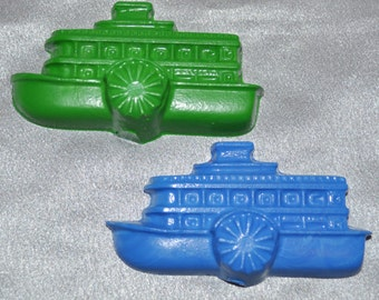 Recycled Crayons Steamboat Shaped Total of 15, Kids Party Favors.  Boy or Girl Kids Unique Party Favors, Crayons.  Adult Coloring