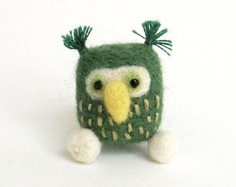 Felt owl brooch : needle felted miniature bird pin - green bird, woodland gift, stocking stuffer