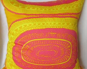 Stunning Marimekko yellow/fuchsia pillow cover, authentic Marimekko Noitarumpu fabric, Finland, FREE SHIPPING Canada and US