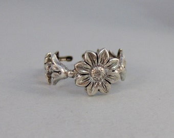 Passion Flower,Ring,Silver Ring,Antique Ring,Flower Ring,Blossom Ring,Blossom,Flower,Adjusable,Wedding,Bridesmaid. By ValleyGirlDesigns.