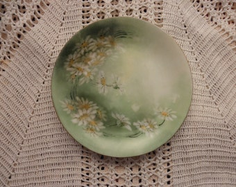 """5"""" antique Victorian D & Co. Delinieres Limoges hand painted plate  -  floral, green, daisies, gold"""