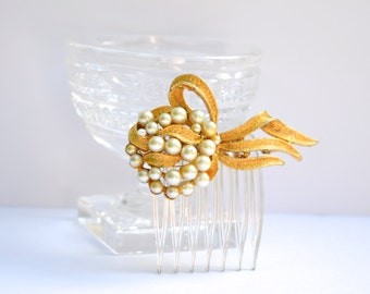 Bridal Hair Comb, Gold Pearl Hair Comb, Wedding Headpiece, Pearl Hair Comb, Gold Hair Accessory, Vintage Brooch Pin