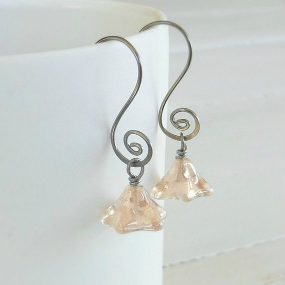 sensitive ears earrings shimmering gold flowers by