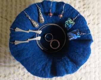 felted pot -deep blue-
