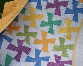FREE SHIPPING --DOTTED  Pinwheel  Quilt