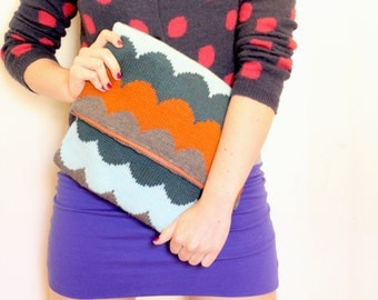 Scallop of the Sea Clutch Purse Knitting Pattern by Katie Canavan
