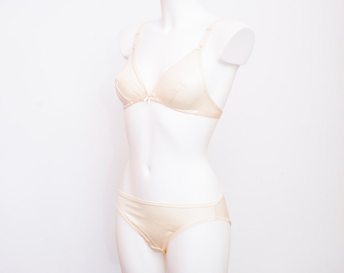 Vintage lingerie set triangle bra and panty dead stock Vintage Size S