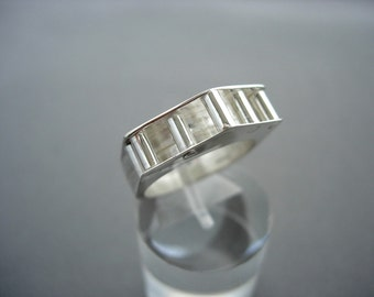 SILVER STRUCTURED RING