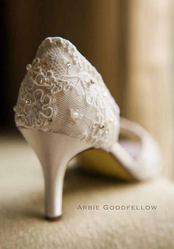 Кружева Свадебная обувь По Arbie Гудфеллоу - Пользовательские обувь Кружева - Кутюр рук бисером Свадебная обувь - Кот Свадебная обувь - жемчуг и кристаллы