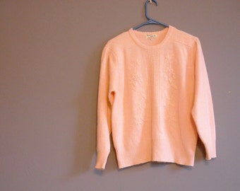 TEN DOLLAR Sale // Vintage 1950s Pink Wool Sweater // Pastel Knit Asian Flower Jumper // Back to School Fall Fashion // Winter Fashion