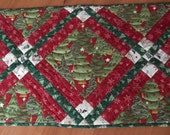ON SALE! Christmas Tablerunner in Greens, Reds and Cream
