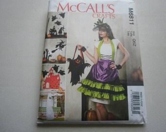 Pattern Home Decor Halloween Apron Hats Decorations McCalls 6811