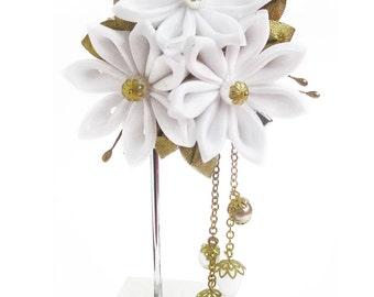 Hair clip with kanzashi flowers