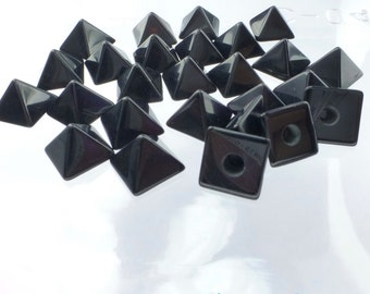 ONYX parcel. Natural. STuD CABoCHONS. PYRAMiDs. 1/2 Drilled.  2 pc. 4 cts. 8mm (Ox171-2)