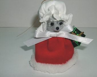 Free Shipping ) Mrs Claus  a  Christmas Mouse Ornament   Great for all Mice Rat  collectors By Terrys Country Shop (170)