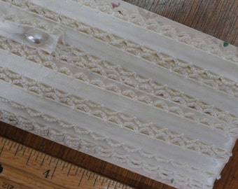 Vintage Cream Rayon and Cotton Scalloped Trim 8-3/4 Yards