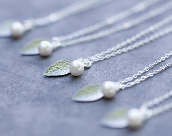 Bridesmaid Jewelry Leaf, Set of 8, Bridal Party Gift, Spring, Fall Wedding, Custom Color Pearl, Sterling Silver Leaf Necklace