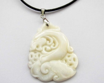 Luster Natural Sea Shell Mythical Legendary Dragon Amulet Talisman Pendant 50mm x 33mm  T2540
