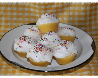 CUPPY CAKE Scented Primitive Grubby Iced Cupcakes Scented Wax Tarts Melts- Bowl Fillers
