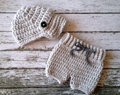 Oliver Newsboy Cap with Crochet Baby Shorts/Pants in Pale Gray Available in Newborn to 6 Month Size- MADE TO ORDER