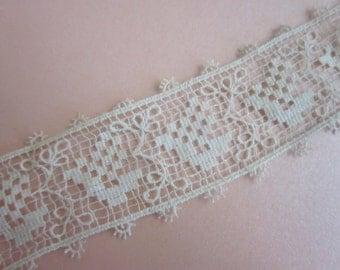 Antique French Bobbin Needle Lace Trim Ecru GRAPES 1.25 Inch Wide Craft Doll Clothes L6