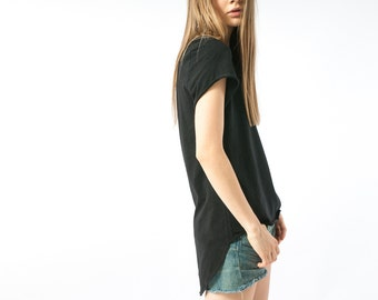 Black shortsleeve tshirt, womens cotton top with pocket, long top high low oversize fit