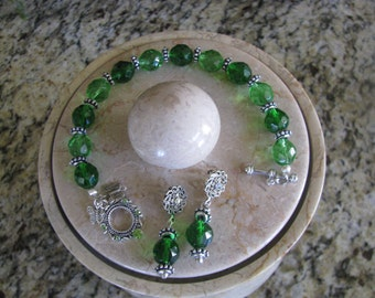 10 OFF 2-Set Bracelet Emerald Green with Swarovski Crystal Toggle and Matching Earrings FREE Shipping