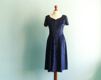Vintage crushed velvet 90s dress / dark violet blue / velvety evening dress / party dress / short sleeve / midi / small medium